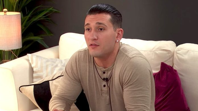 Is Joey from The Circle related to Robert De Niro?